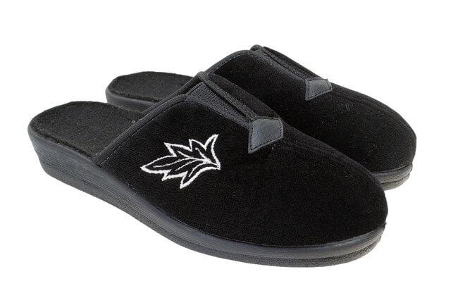 Dámske šľapky čierne s listom